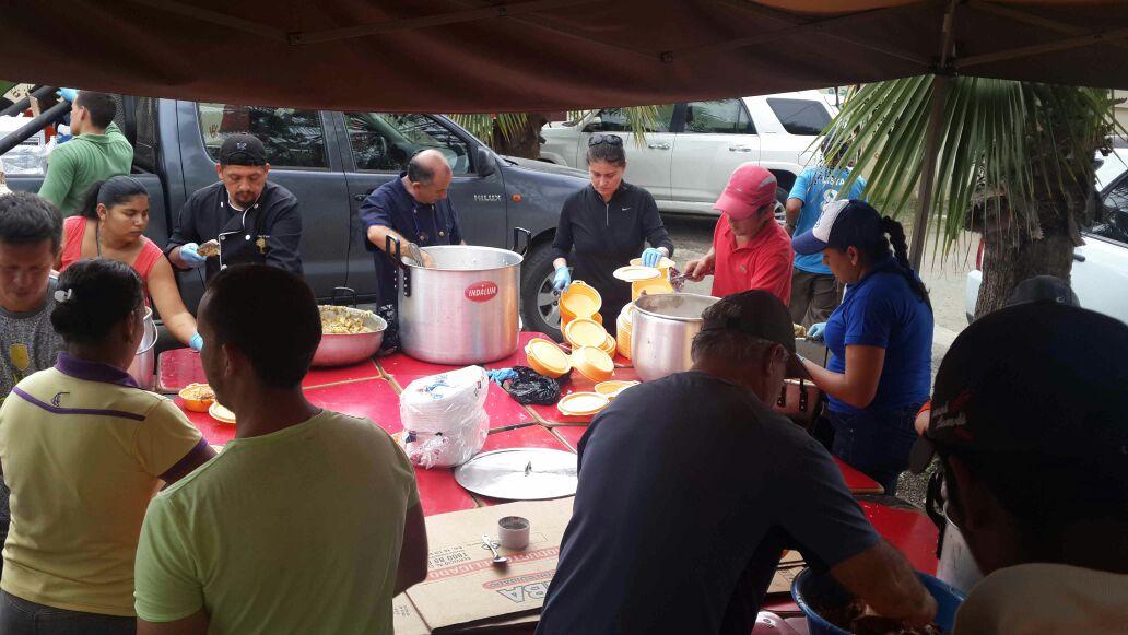 Ecuador earthquake food distribution
