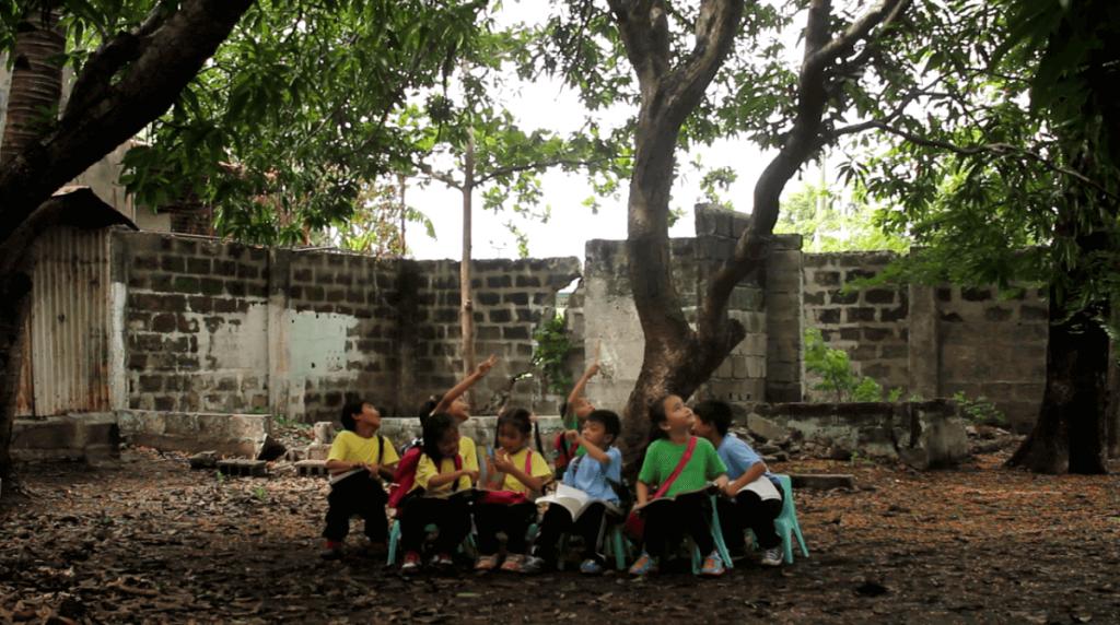 mano amiga philippines students at recess