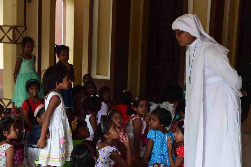 Sister with children in Sri Lanka