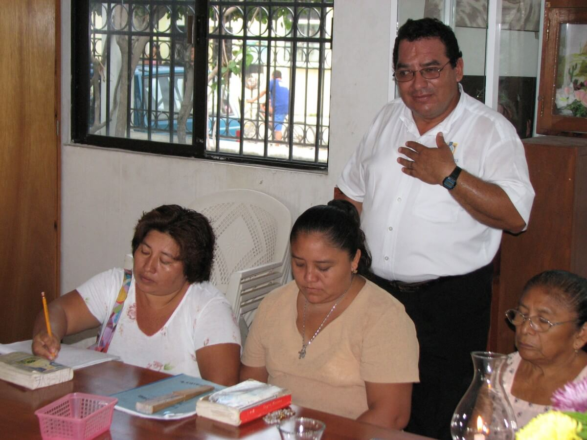 catholic missionary teaching Catechisis in Mexico