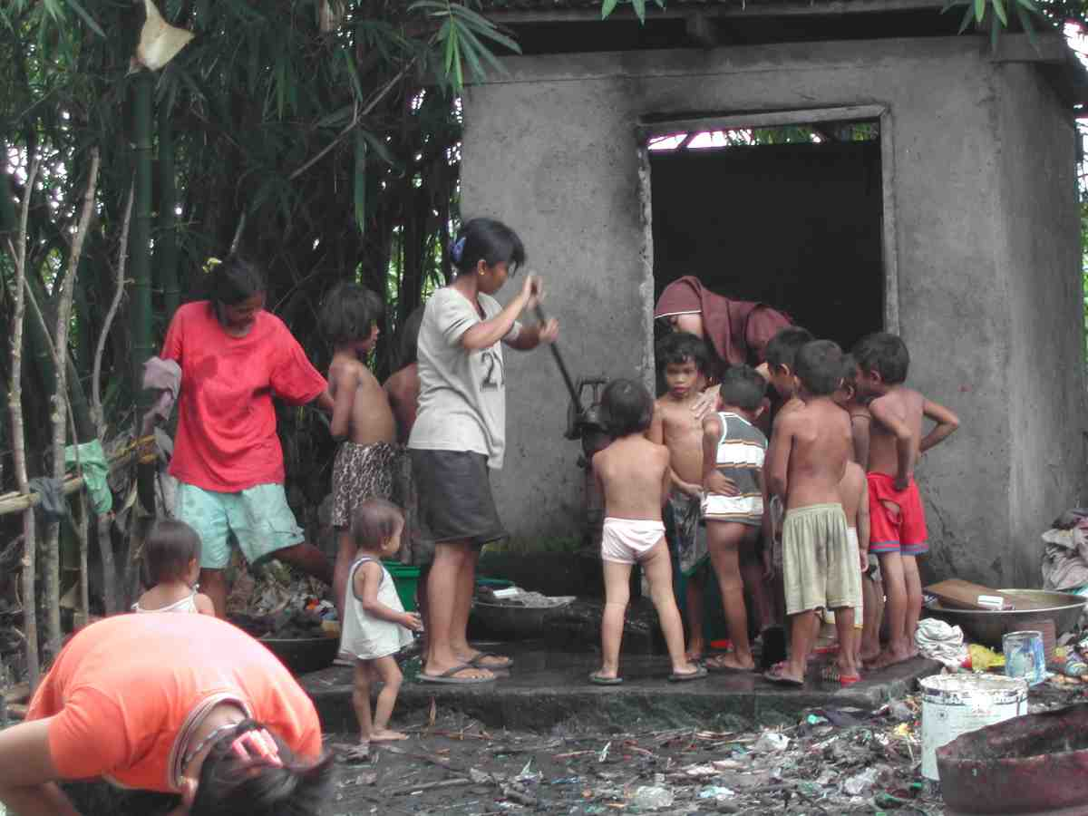 The CPSOP bathing the children - Philippines