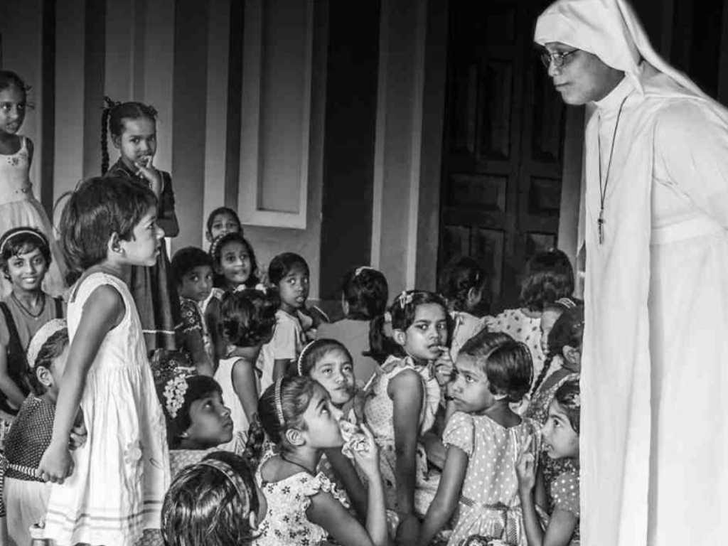 Sisters of the Holy Angels come to visit