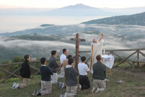 Sunrise hike with Mass in the Italian countryside