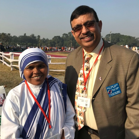 Bangladesh - Danny Sequeira, CWM partner, with a Missionary of Charity (Mother Teresa\'s order) before the papal mass