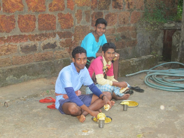 MSFS Seminarians breaking from harvesting for lunch - India