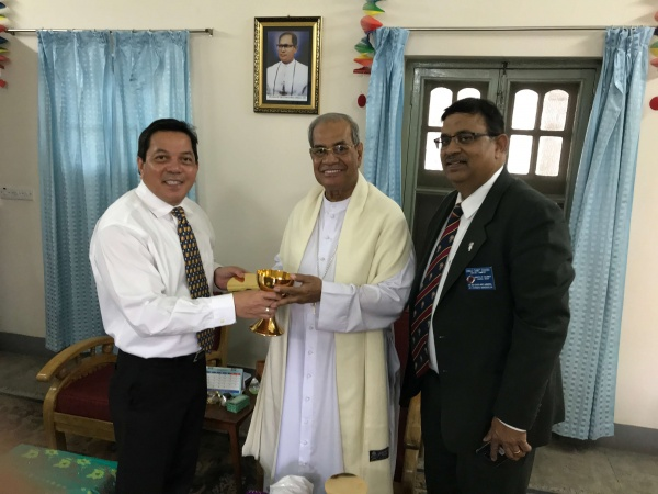Bangladesh - Deacon Rick Medina, CWM Executive Director, presents Cardinal D\'Rozario of Dhaka, Bangladesh, with a new chalice and paten to mark the visit and the newly ordained priests
