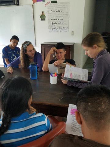 Middle & upper grade students in literature class - Honduras