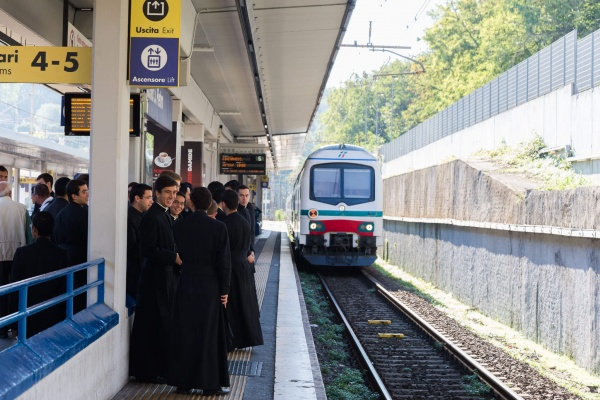 Seminarians are a witness to the reality God\'s love in the world, even at train stations