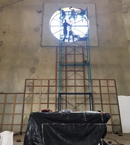 Installing the rose window - May 2018