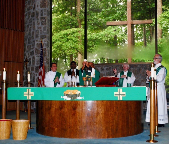 Mass with Bishop Perera - Bishop Harry elevates the host