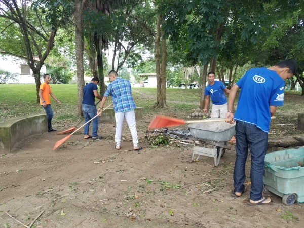 Upper boy\'s group doing chores at Farm of the Child - Honduras