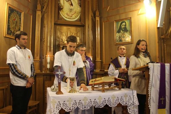 2017 Polish Mission trips - celebrating holy Mass