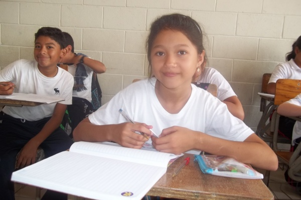 Mano Amiga San Antionio student - El Salvador