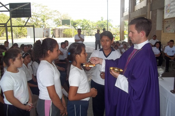 Mano Amiga San Antionio students at Mass - El Salvador