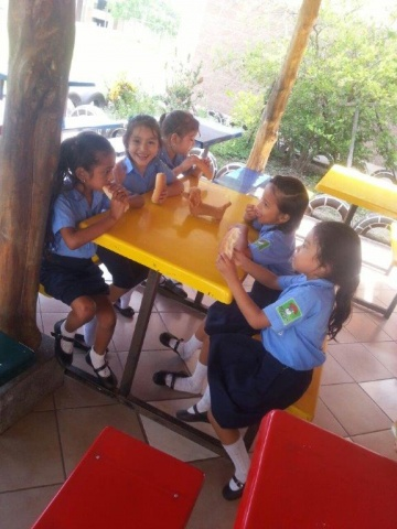 Students participate in the Nutrition Program - El Salvador