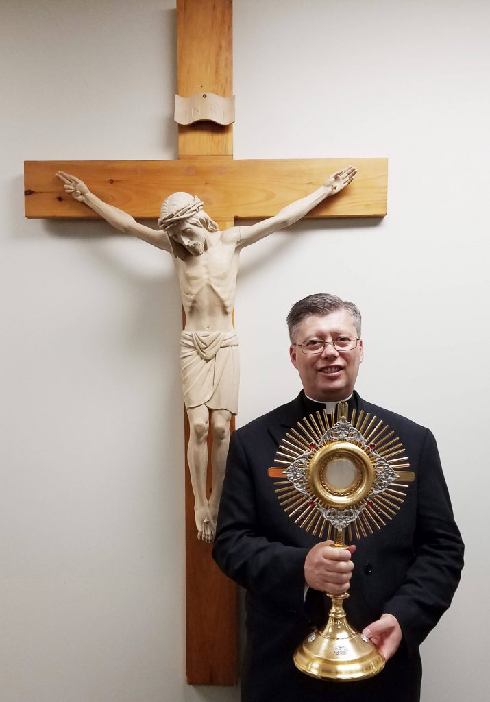 Atlanta, USA - Fr. Frank Formolo, LC, receives a new monstrance on behalf of Fr. Simon Chung, LC, stationed in South Korea