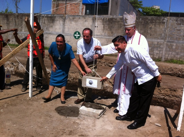 Laying the first brick of Mano Amiga Tapachula\\'s High School Building