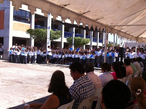 Mano Amiga Tapachula students hold up a sign saying