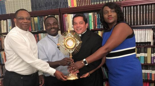 Atlanta, USA - Fr. Constantin Panu and Fr. Donatien Beya, both of the Diocese of Luebo in DR Congo, receive a new monstrance. CWM Executive Director Deacon Rick Medina and CWM partner Ide Maka present the monstrance.