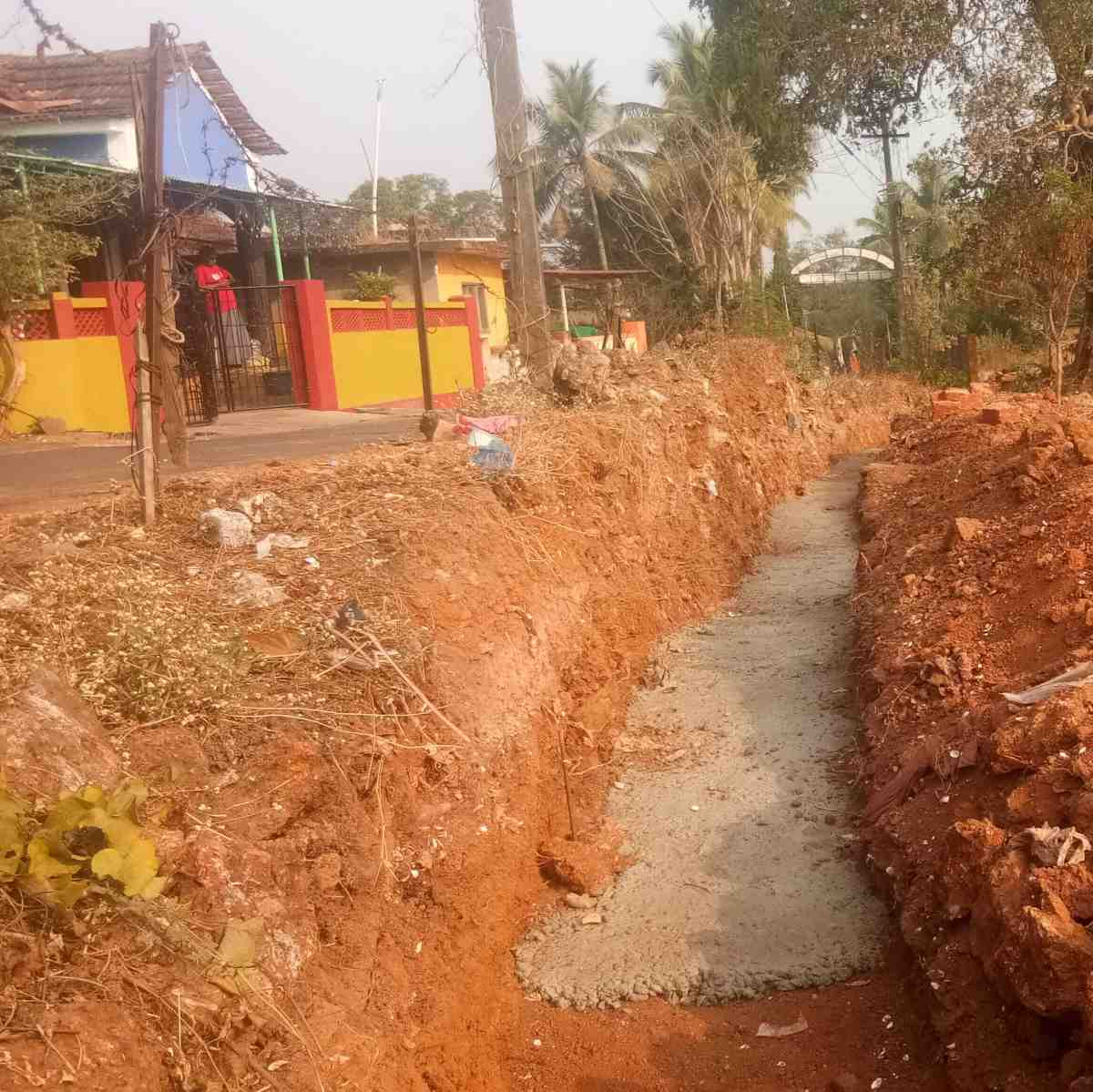 Building a new perimeter wall at the MSFS seminary, January 2018