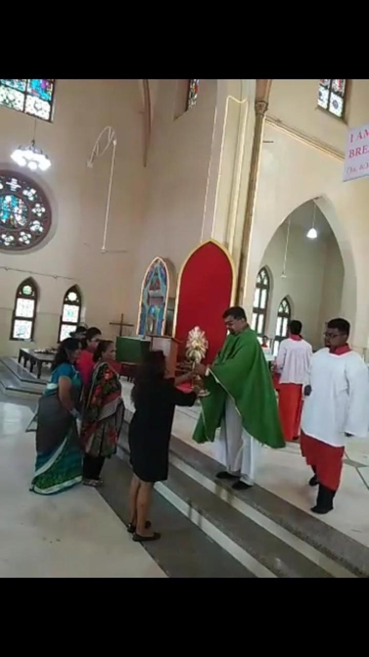 The Joseph family presents the new monstrance for the Archdiocese of Karachi