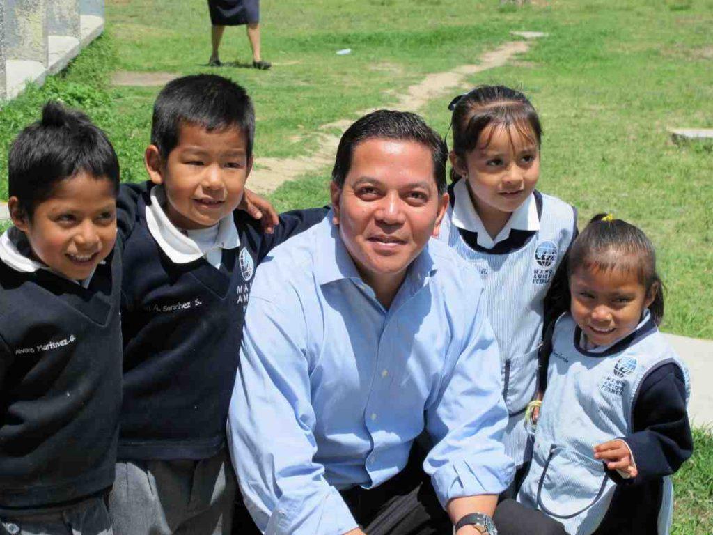 Deacon Rick with Mano Amiga students in Mexico
