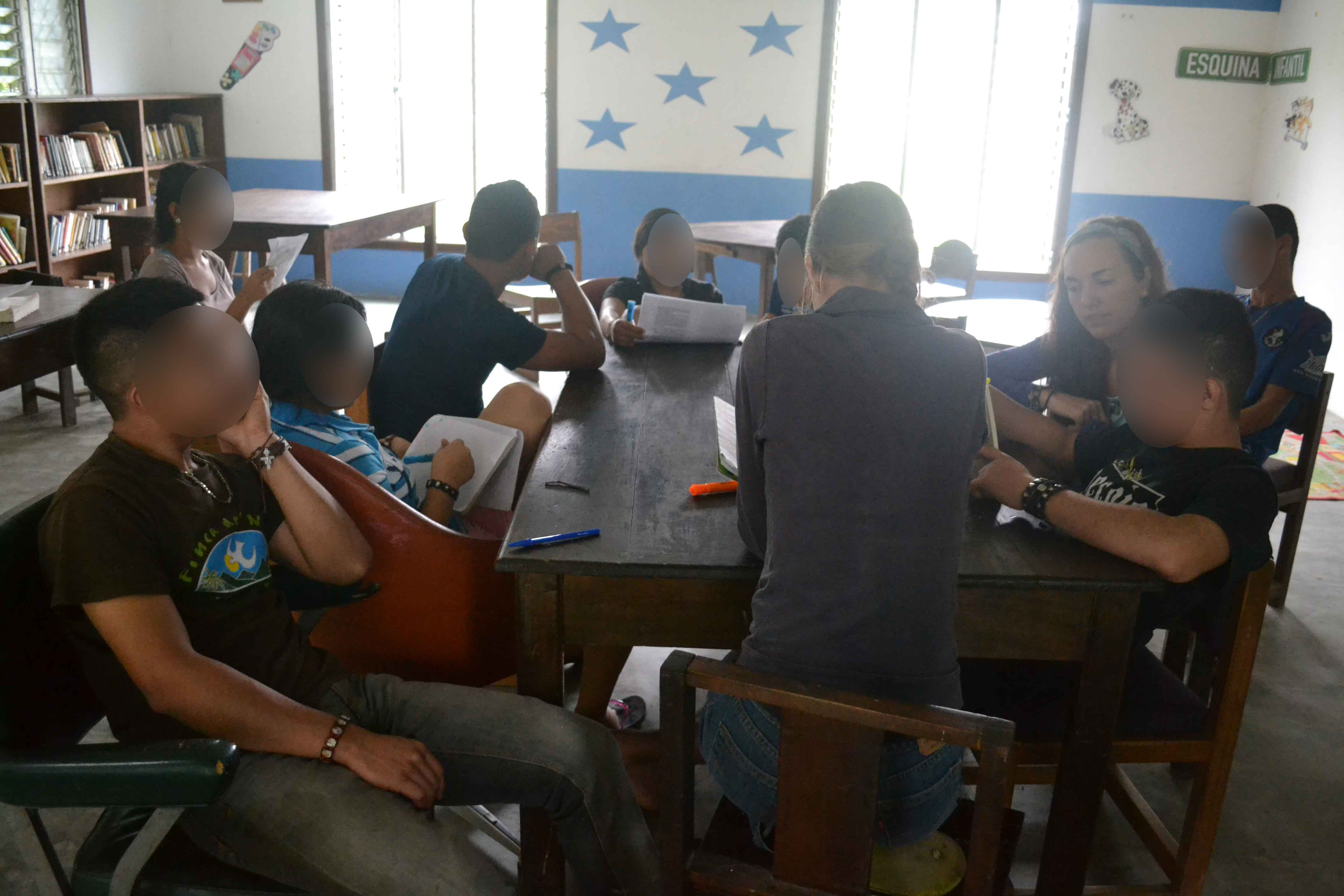 Middle & upper grade students in literature class - Honduras