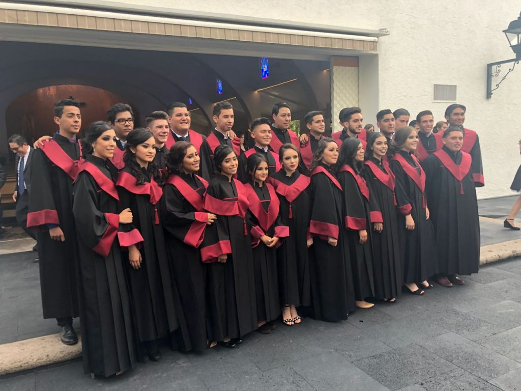 Mano Amiga Guadalajara first-ever class of graduating seniors. Felicidades!