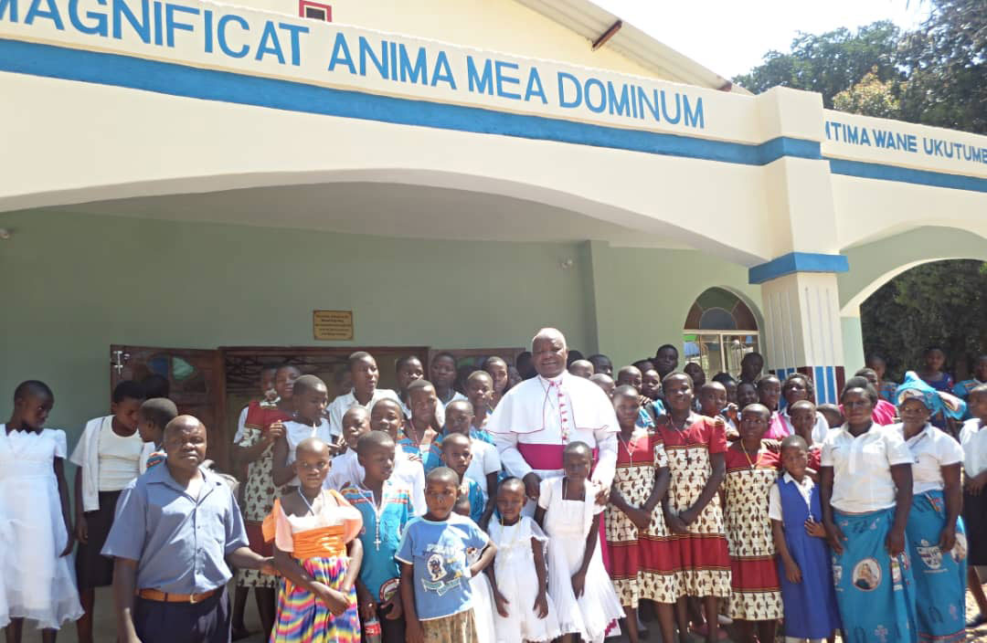 Bishop with the congregation after the ceremony