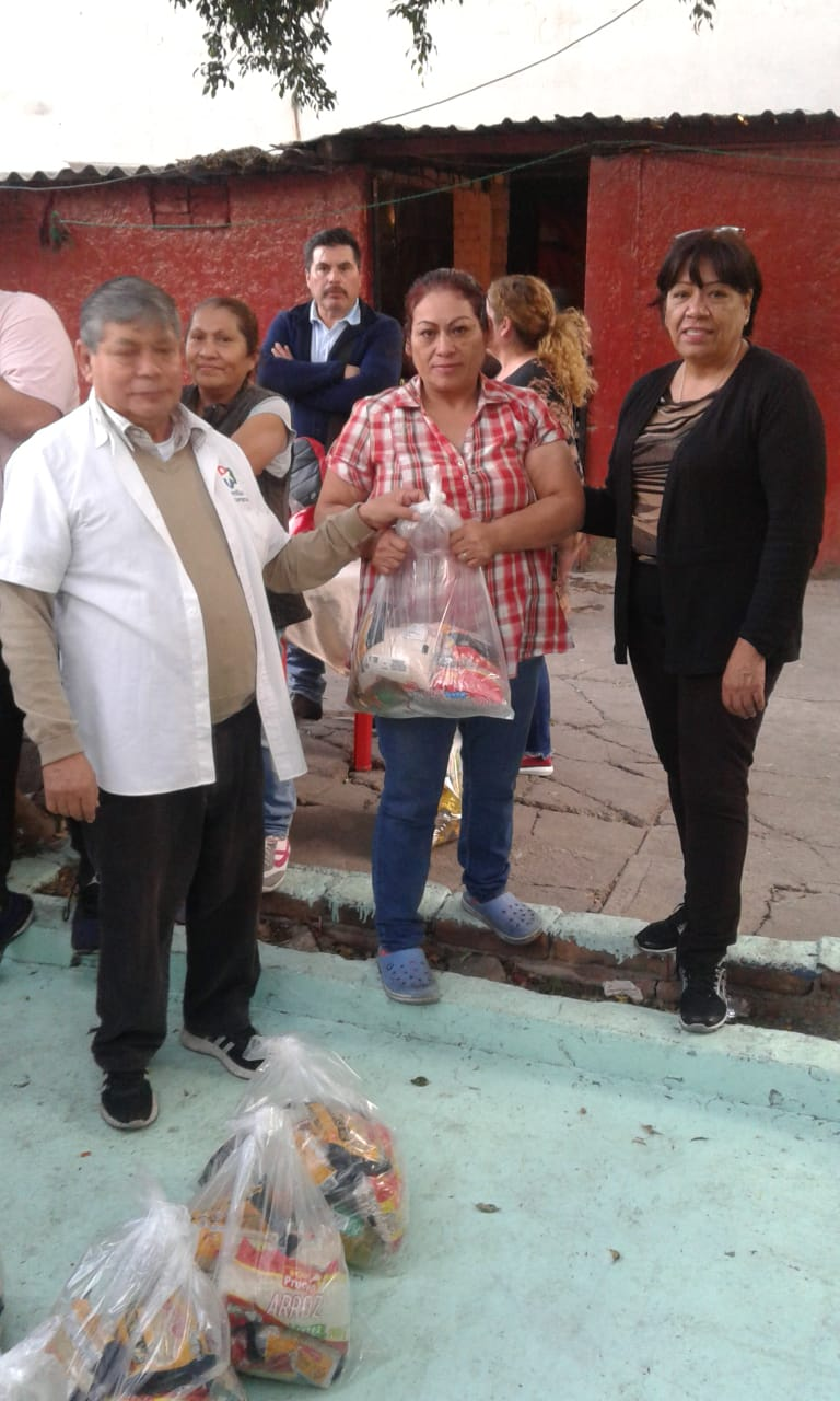 Delivery of food to families in Tacuba 10