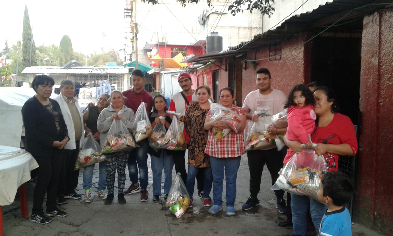 Delivery of food to families in Tacuba 12