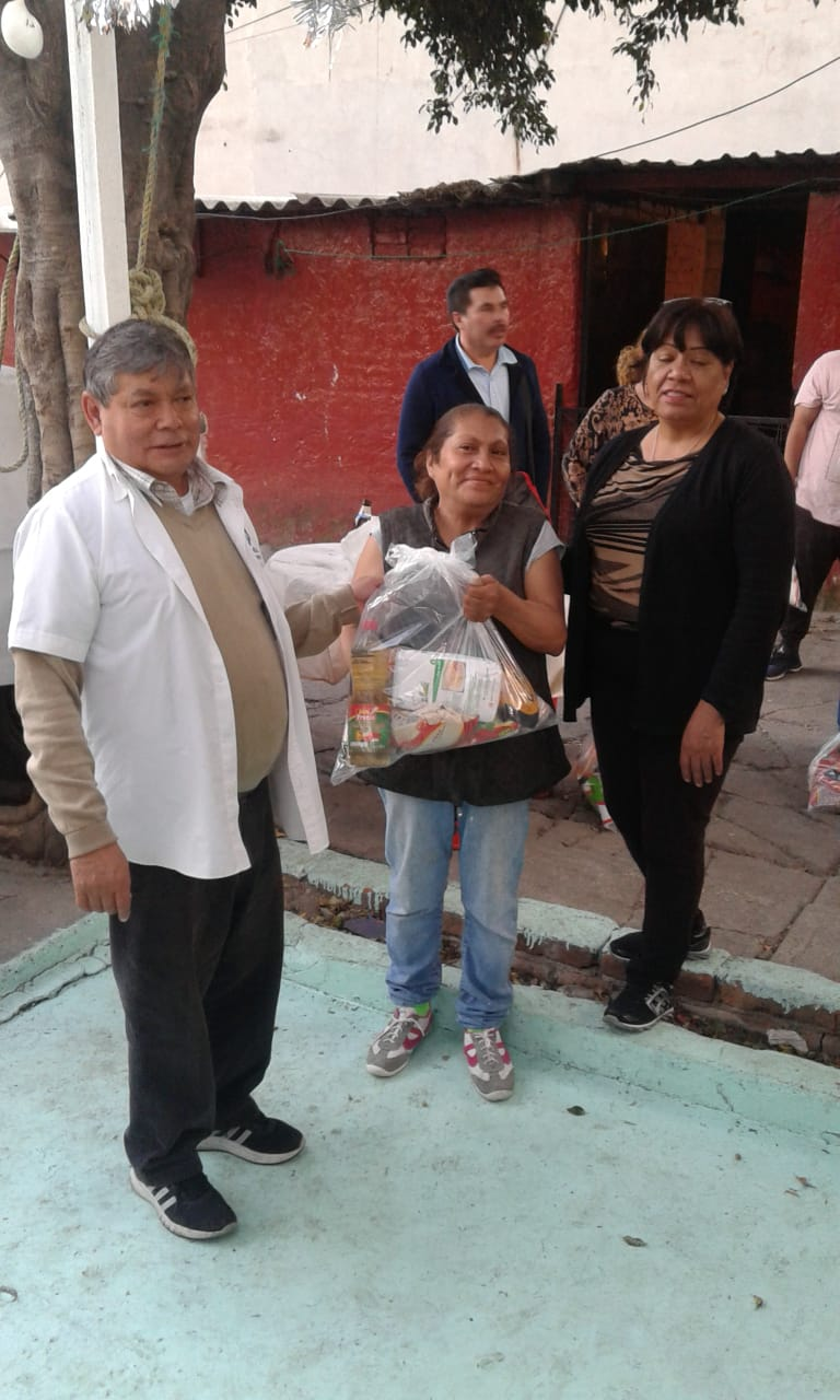 Delivery of food to families in Tacuba 13
