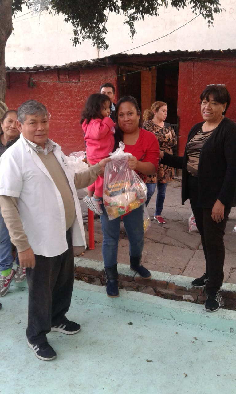 Delivery of food to families in Tacuba 2