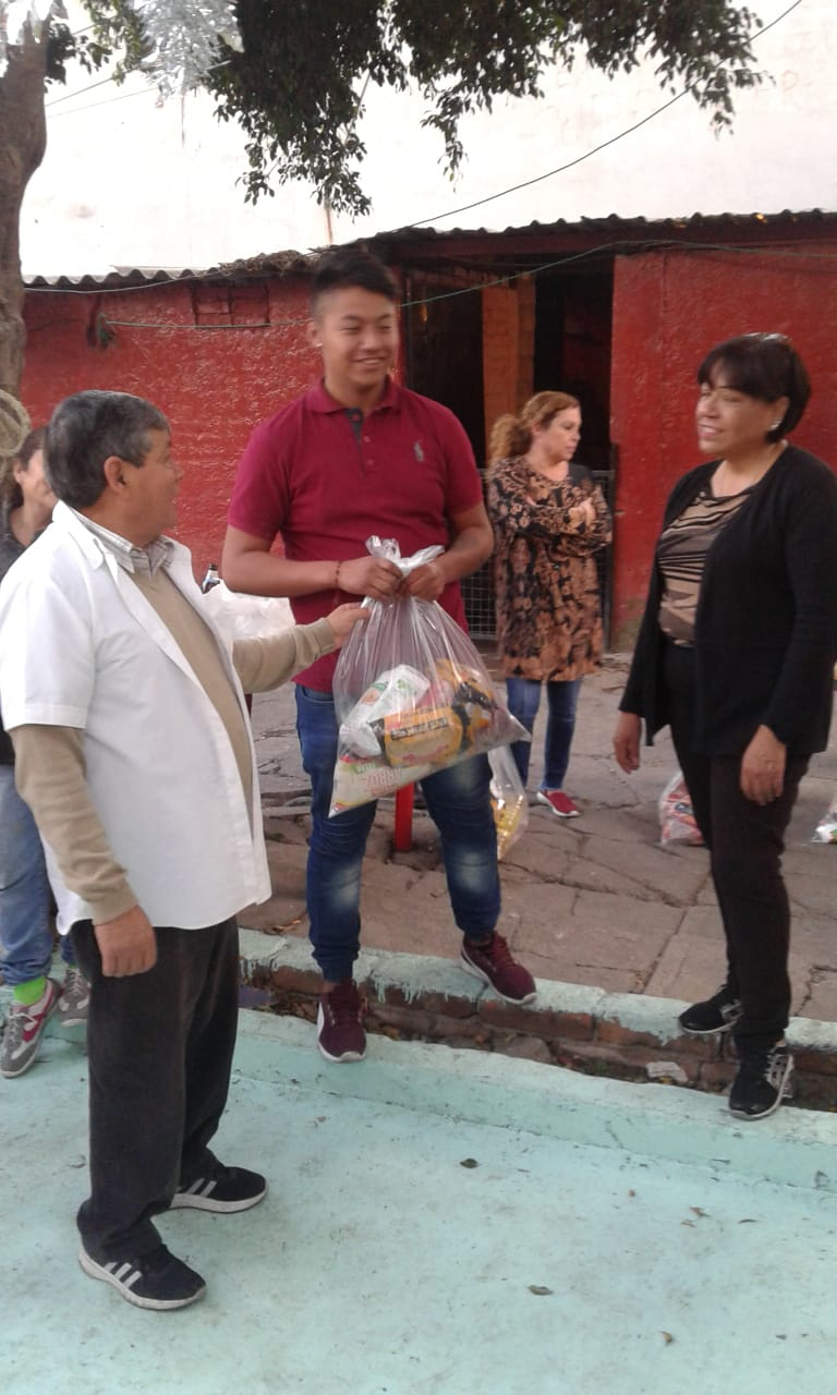 Delivery of food to families in Tacuba 3