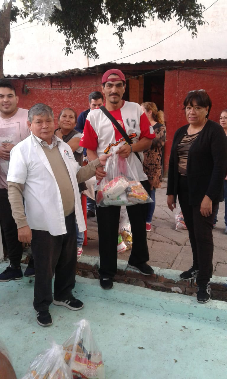 Delivery of food to families in Tacuba 9