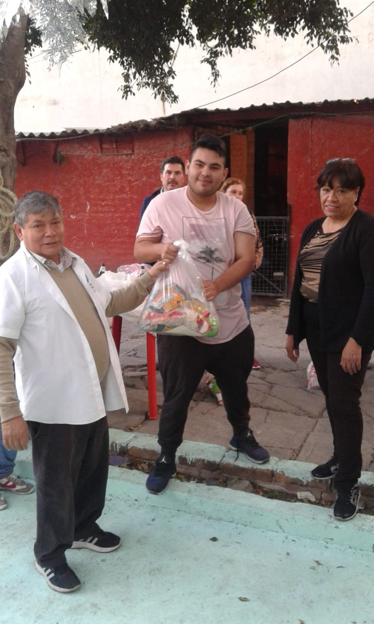 Delivery of food to families in Tacuba