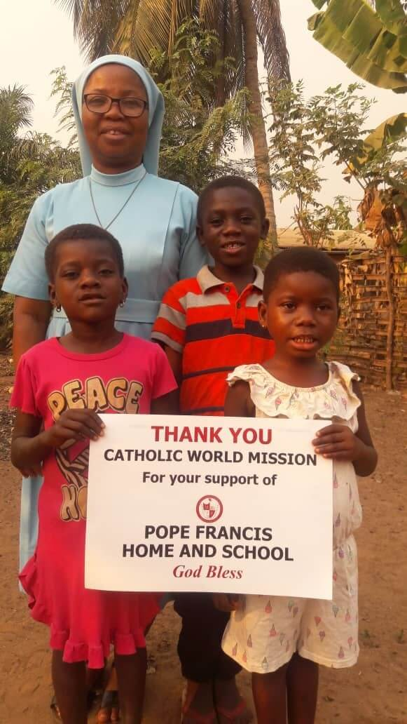 Ghana - Pope Francis Home - Sister Justine and children