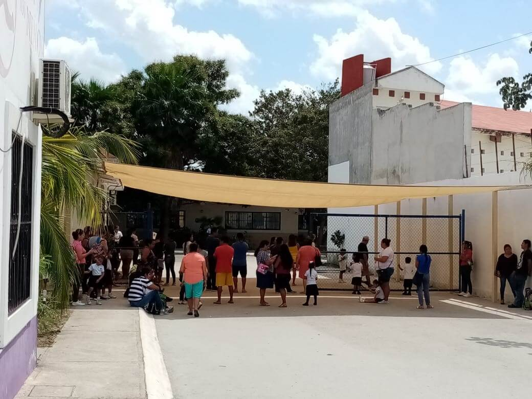 MA Cancun - canopy for parents picking up children