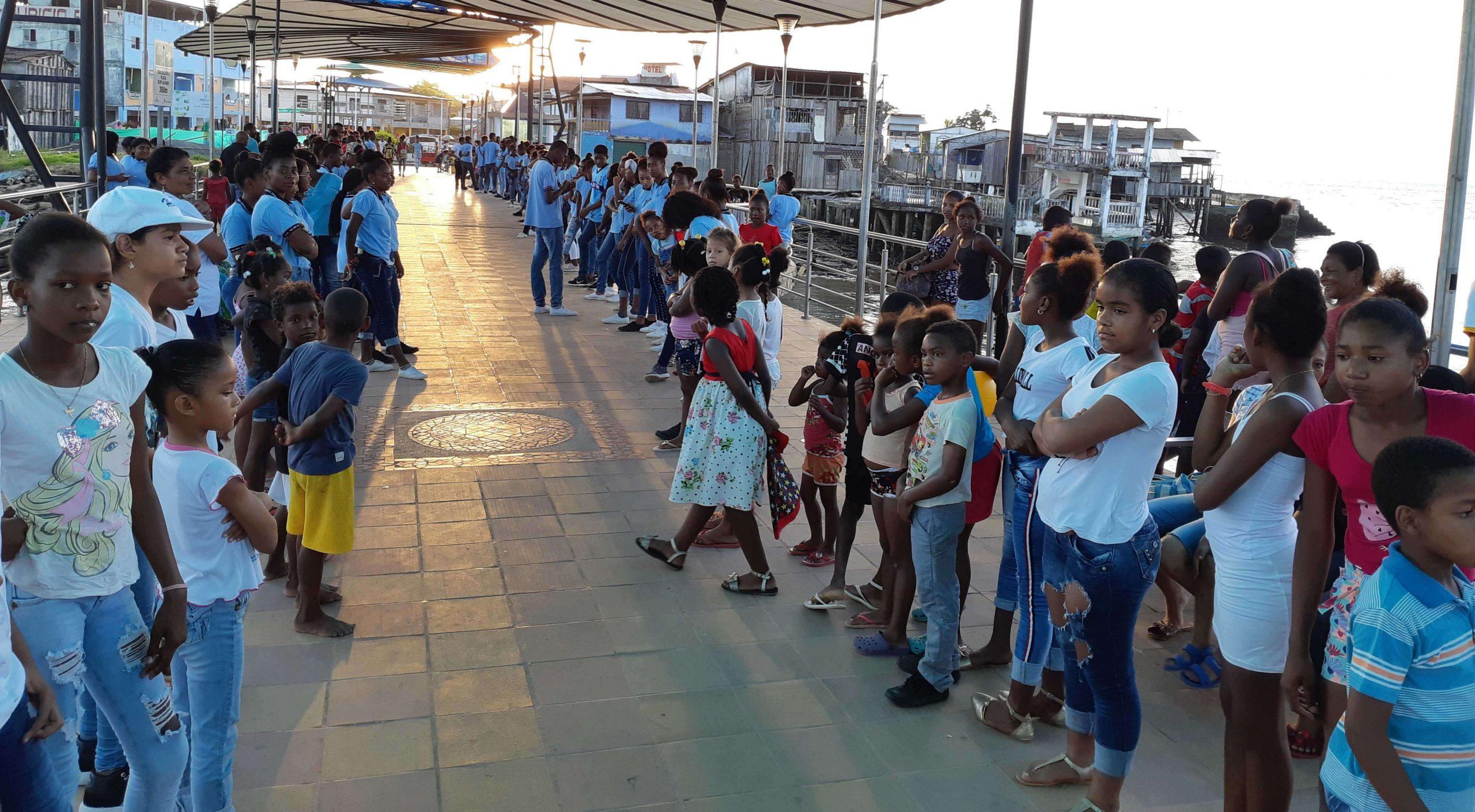 Children gathering in Ecuador