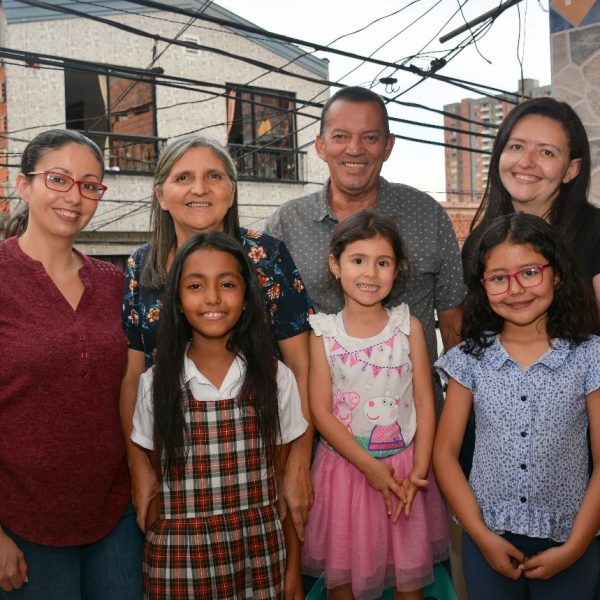 Family of students going to Mano Amiga Colombia