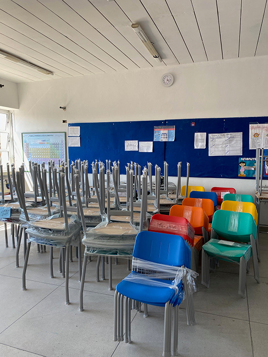 Mano Amiga Brazil - New chairs for classrooms