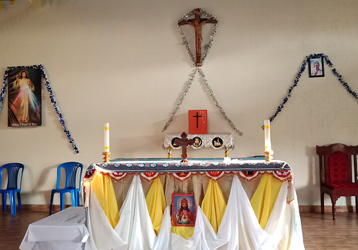 EV_Uganda_St Theresa Church altar