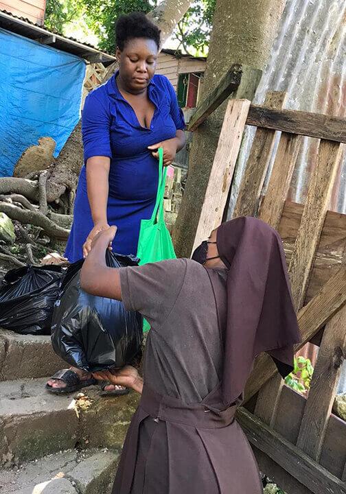 P_210118_Jamaica_CFSOP_ Care packs_food_distribution_14