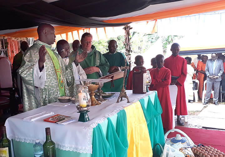 Fr Mausana_Mass in Uganda