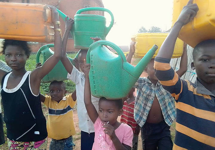 Children back from river 4km away to get clean water